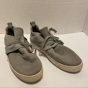 Steve Madden women's shoes size 9.5 Grey